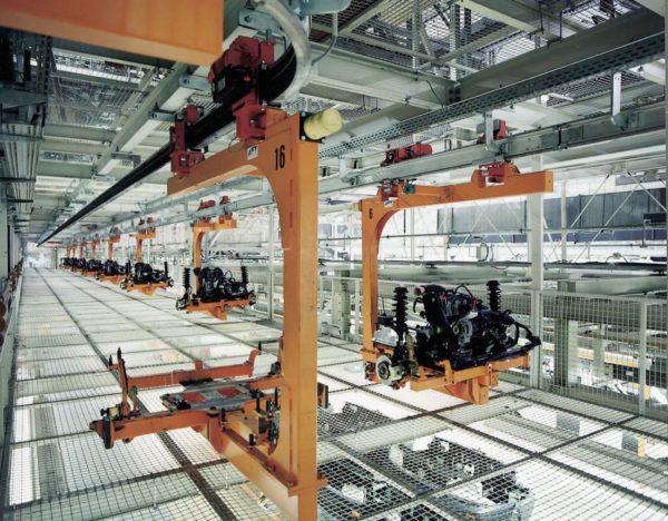 Elektrohängebahn für den Transport von Motoraggregaten