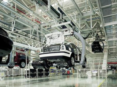 Heavy load electric overhead monorail with omega-carrier used in assembly line of vehicle bodies