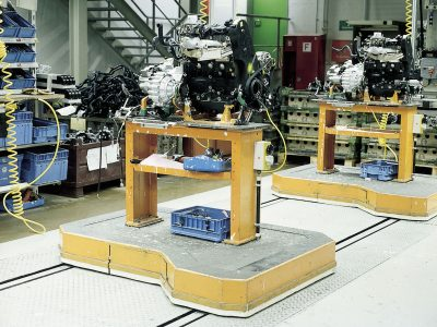 Powered pallet train used in assembly line for motors