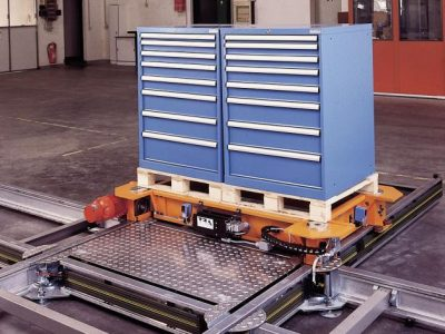 Powered pallet train used to transport pallets and boxes