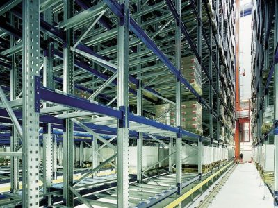Automatic high bay storage with storage and retrieval unit