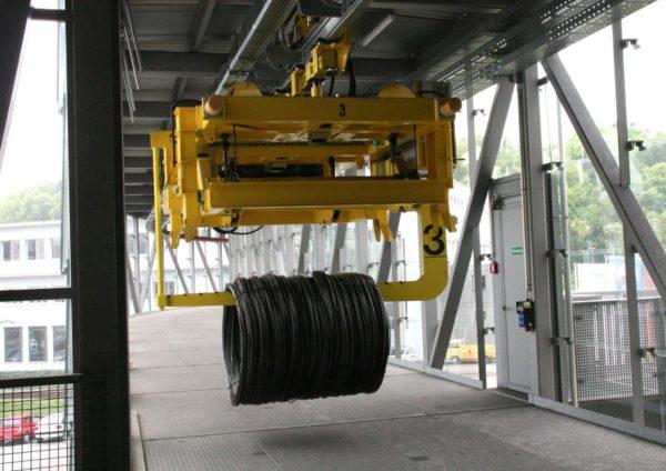 Schwerlast-Elektrohängebahn für den Transport von Coils aus Stahl