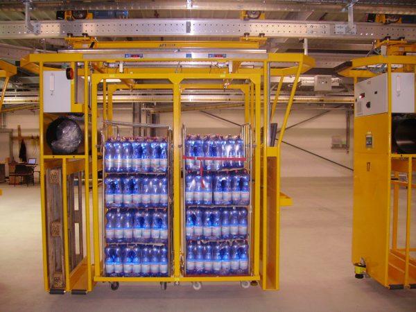 Fahrzeug einer Elektrohängebahn in der Logistik für den Transport von Lebensmitteln